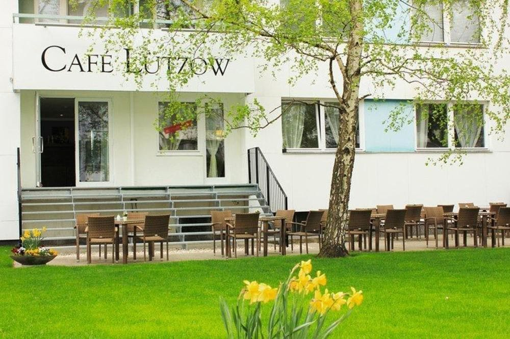 hotel luetzow berlin boka billiga resor online. Black Bedroom Furniture Sets. Home Design Ideas