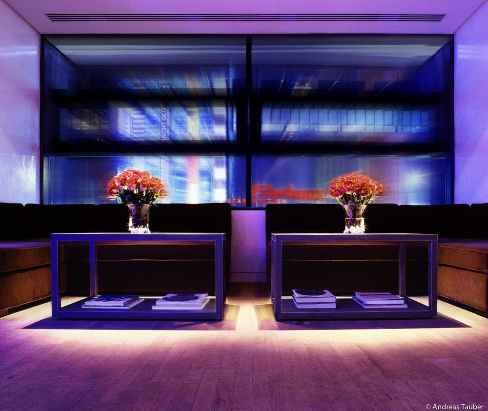 the mandala hotel berlin boka billiga resor. Black Bedroom Furniture Sets. Home Design Ideas