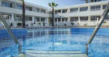 Melpo Antia Luxury Apartments & Suites