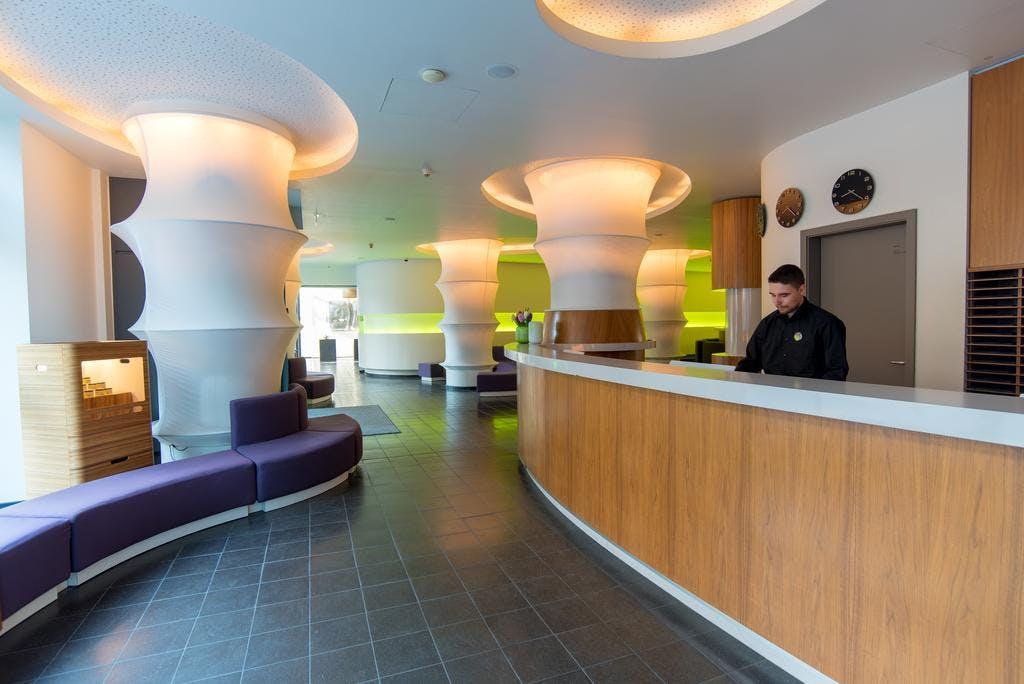 ku 39 damm 101 design hotel berlin. Black Bedroom Furniture Sets. Home Design Ideas